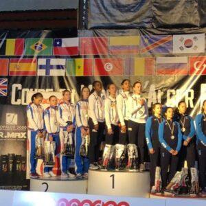 La plus hautee marche du podium pour Ysaora et ses co-équipières de l'équipe de France