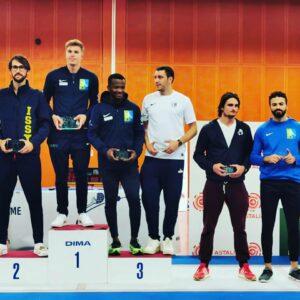 Raphael remporte l'Open international d'Antony, Jean-Paul 3ème l'accompagne sur le podium